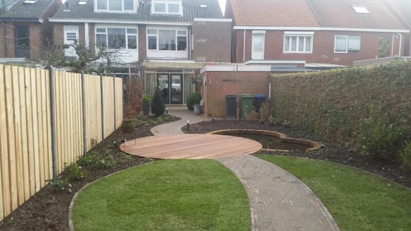 Tuin met hardhouten vlonder tuincomfort for Tuin decoratie met stenen