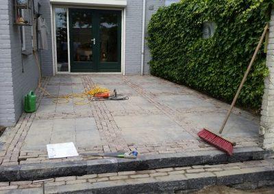 Aangelegde tuin betontegels